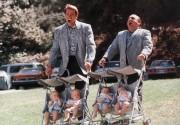 Близнецы / Twins  (Д,ДеВито, А,Шварценеггер, 1988)  321b61224858240