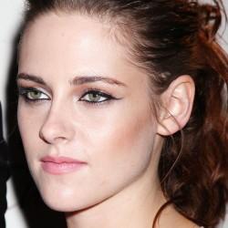 Kristen Stewart - Imagenes/Videos de Paparazzi / Estudio/ Eventos etc. - Página 31 A4dfea225852528