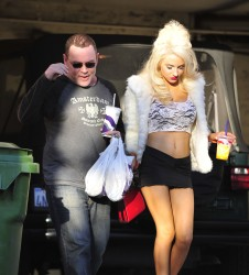 1216f1230122450 Courtney Stodden ~ Outside her home / Hollywood Hills, Jan 2 '13 candids