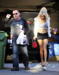 fc3a49230122734 Courtney Stodden ~ Outside her home / Hollywood Hills, Jan 2 '13 candids