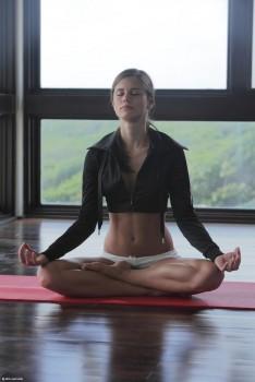 Caprice haciendo yoga desnuda (X-art)- Set completo