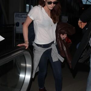 Kristen Stewart - Imagenes/Videos de Paparazzi / Estudio/ Eventos etc. - Página 31 0d9677231800477