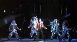 BAD WORLD TOUR  2efefd232525056