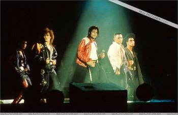 BAD WORLD TOUR  8cbad8232520445