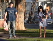 159262235657755 Selma Blair takes her son Arthur to a park in Los Angeles (Feb 3)   45 HQ candids