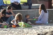 60f140235657611 Selma Blair takes her son Arthur to a park in Los Angeles (Feb 3)   45 HQ candids