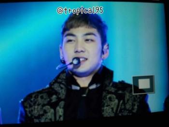 [Pics] NU'EST no Yang Yang Concert 4bbdf7239032002