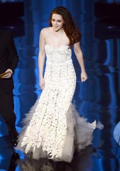 Kristen Stewart - Imagenes/Videos de Paparazzi / Estudio/ Eventos etc. - Página 31 Deeb98239138596