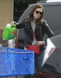 Mandy Moore - picks up groceries in LA 3/7/13