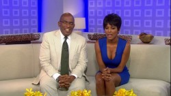 TAMRON HALL cleavage - today show - August 16, 2012 - *cleavage*
