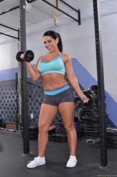 ¡Gran Culona en el Gym, La Hermosa Bella Reese!