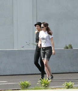 Robsten - Imagenes/Videos de Paparazzi / Estudio/ Eventos etc. - Página 10 439526247312894