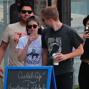 Robsten - Imagenes/Videos de Paparazzi / Estudio/ Eventos etc. - Página 10 710408247312815