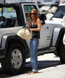 Nicole Richie Head Back Home From Their St. Barths Vacation