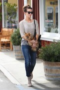 Kate Beckinsale at Brentwood Country Mart (8th April 2013)