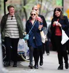 Dakota Fanning / Michael Sheen - Imagenes/Videos de Paparazzi / Estudio/ Eventos etc. - Página 6 1e1660248662389
