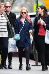 Dakota Fanning / Michael Sheen - Imagenes/Videos de Paparazzi / Estudio/ Eventos etc. - Página 6 44dca5248662224