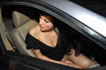 Yana Gupta X 1 upskirt without panty in car