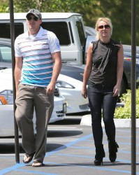 Britney Spears - Shopping in Thousand Oaks 5/8/13