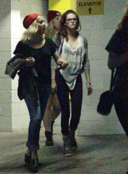 Kristen Stewart - Imagenes/Videos de Paparazzi / Estudio/ Eventos etc. - Página 31 2d1d44256029525