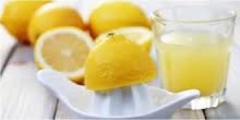 Air perasan lemon - Shutterstock