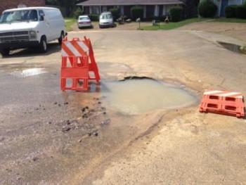 lubang di jalan