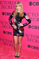 Taylor Swift - 2013 Victoria's Secret Fashion Show pink carpet in NYC 11/13/13