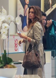 Cindy Crawford - Shopping in Beverly Hills 11/21/13