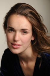f5ba6b290365435 Elizabeth Henstridge – Unknown Photoshoot photoshoots