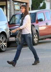 Jennifer Garner - at the park in LA 11/24/13