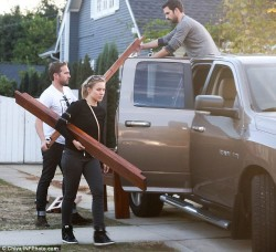 Kristen Bell - picking up a bed at a home in LA 11/26/13