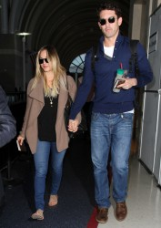 245d91291665638 [Ultra HQ] Kaley Cuoco   at LAX Airport 11/27/13 high resolution candids