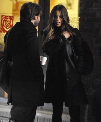 45858f291794164 [Low Quality] Kate Beckinsale   on the set of The Face of an Angel in Italy 11/28/13 high resolution candids