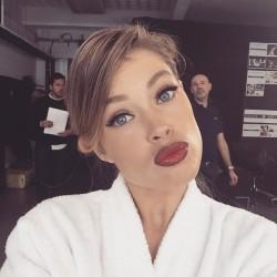 Doutzen Kroes - Kiss selfie