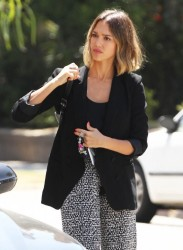 Jessica Alba - Out for lunch in Venice 4/16/15