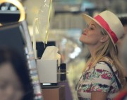 Reese Witherspoon | Shopping in Santa Monica | May 23 | 52 pics