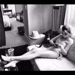 Sarah Hyland - Leggy Instagram Pic