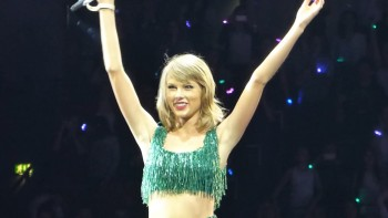Taylor Swift 1989 Tour Shake It Off